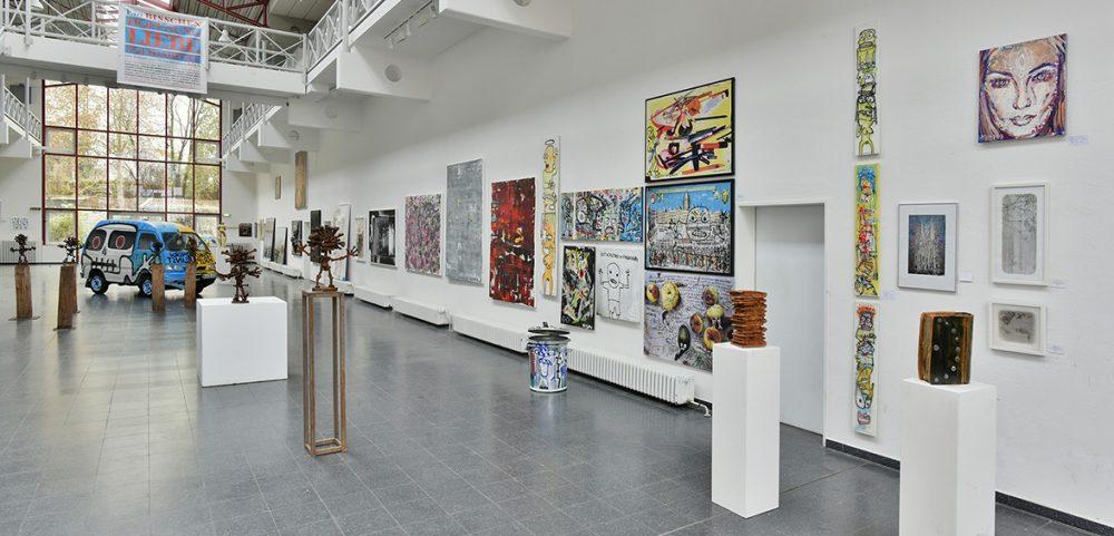 """Blick in die Ausstellung """"Ein bisschen Hoffnung, Liebe, Solidarität mit Armen und Obdachlosen in Köln"""", Foto: Bernd Zöllner"""